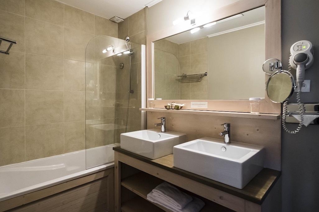 Hotel de La Maree, Hotel de charme 3 etoiles sur l'Ile de Ré - chambre familiale sur l'Ile de Ré salle de bain