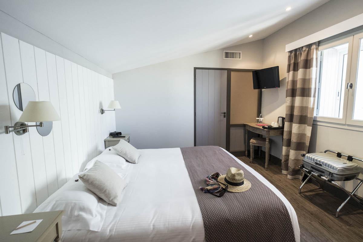 Hotel de La Marée - Hotel 3 étoiles de charme - Ile de Ré - chambre superieure sur l'Ile de Ré demi vue mer
