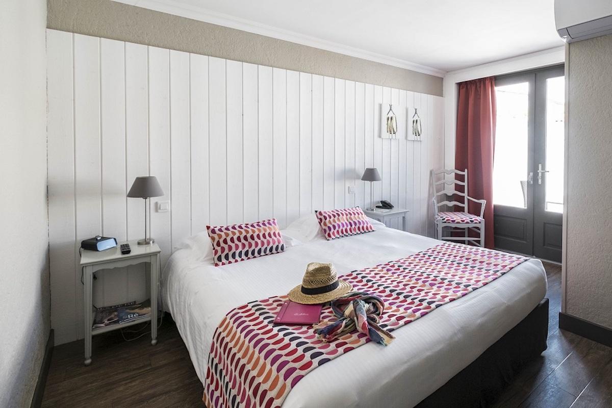 Hotel de La Marée - Hotel 3 étoiles de charme - Ile de Ré - chambre superieure sur l'Ile de Ré grand lit