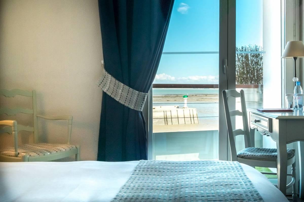 Hotel de La Marée - Hotel 3 étoiles de charme - Ile de Ré - chambre superieure sur l'Ile de Ré face mer gros plan